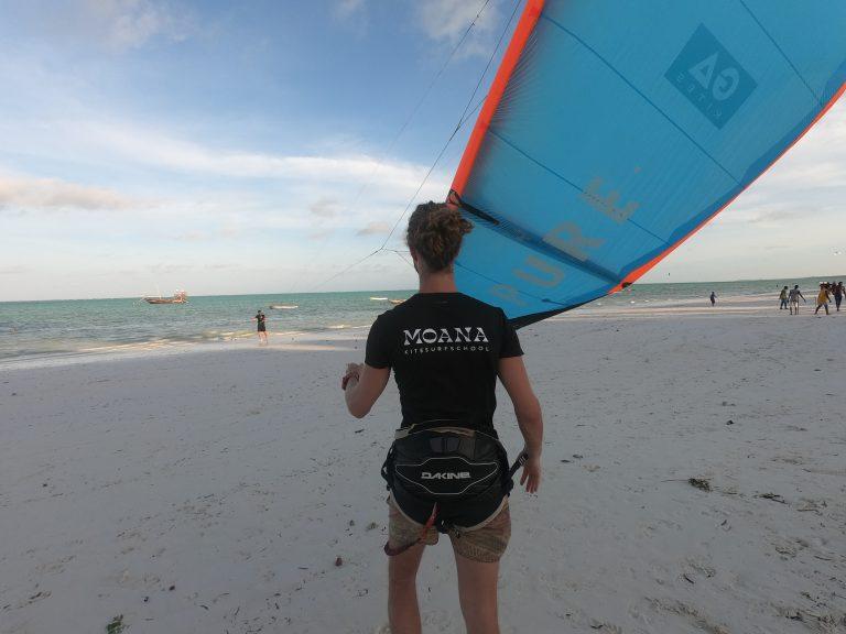 Moana kitesurfschool kitesurfles beginners cursus