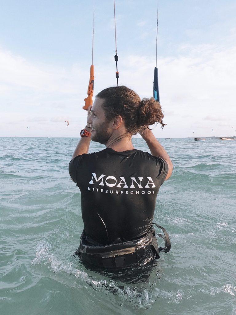 Kitesurfles bij Moana Kiteschool Zandvoort leren kitesurfen