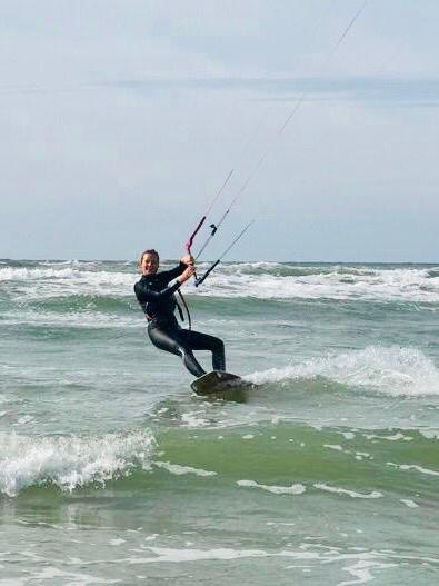 Kitesurf in de gaten houden supervisie kitesurfles Moana Zandvoort