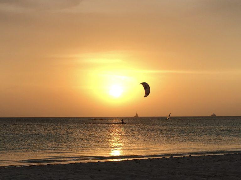Kiten bij Zandvoort kitesurfers Moana kiteschool