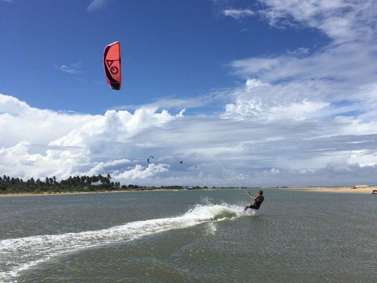 Kitsurfles voor gevorderden Moana Kiteschool Zandvoort leren kitesurfen aanbieding