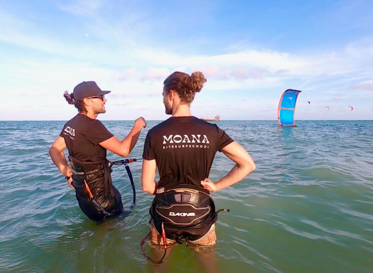 Kitesurfles in Zandvoort Moana Kiteschool leren kitesurfen