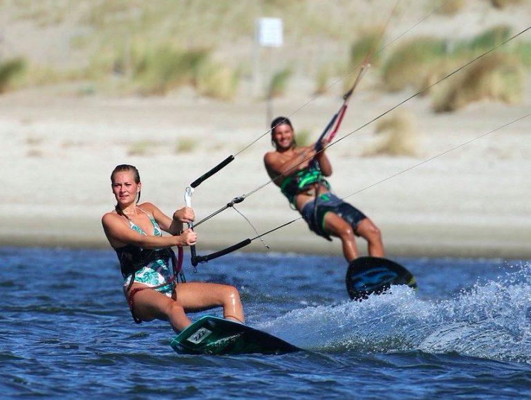 Kitesurfles Bedrijfsuitje kitesurfen als bedrijfsuitje aan zee Zandvoort Amsterdam Moana Kiteschool