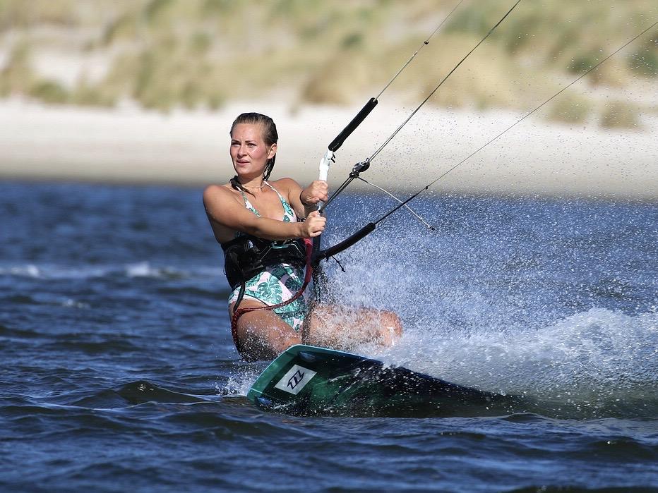 Kiten Zandvoort aan zee Kitesurfles kitesurf cursus leren kiten Moana