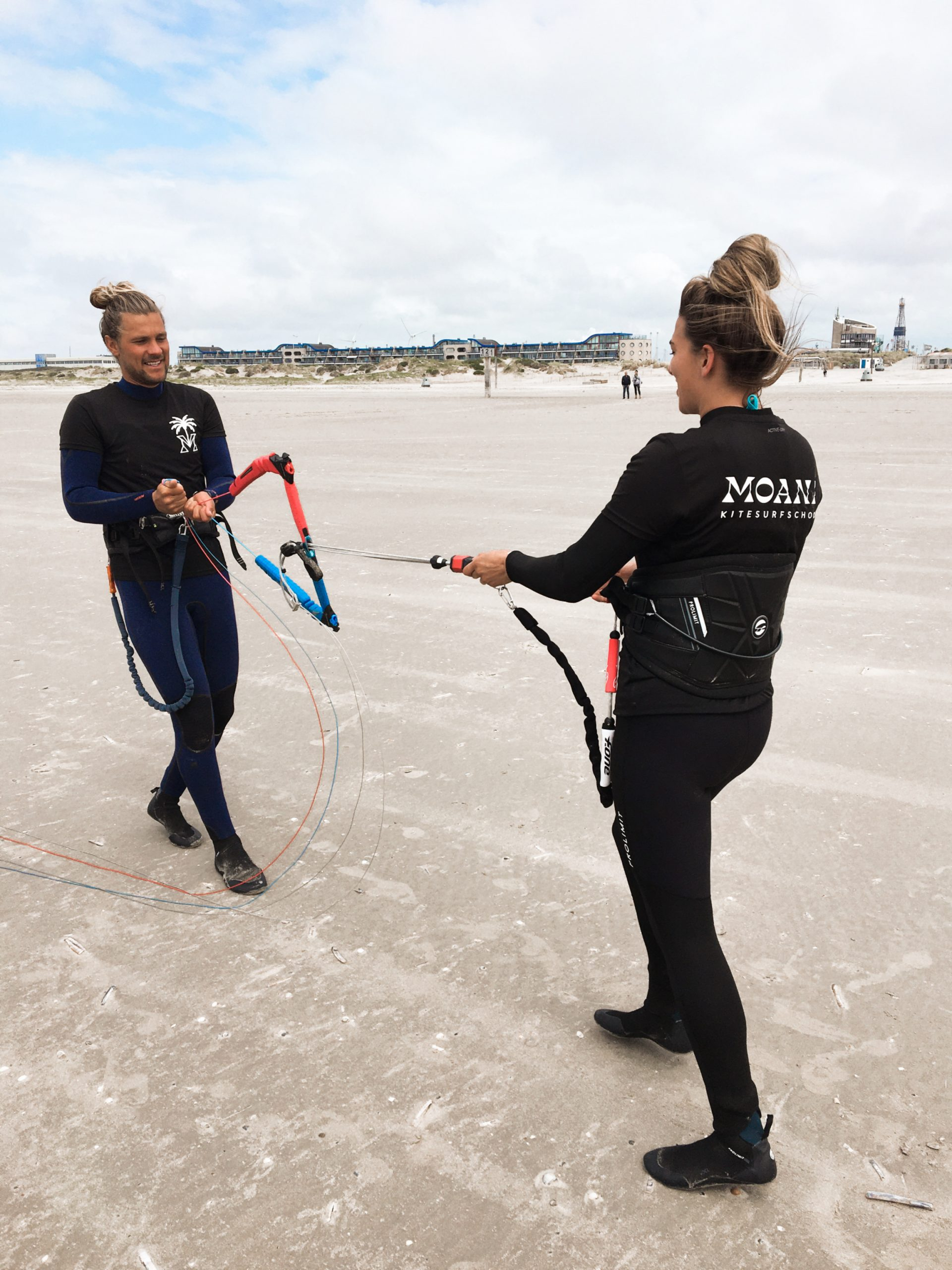 Leren kitesurfen met een introductie kitesurfles bij moana